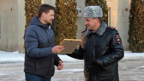 В полиции наградили разнявшего участников ДТП саратовца