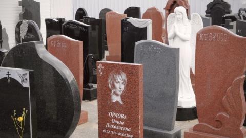 Саратовец обвиняется в хищении у вдовы денег на памятник мужу