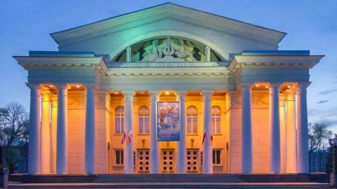 Сегодня французский композитор Мишель Легран дает концерт в оперном театре