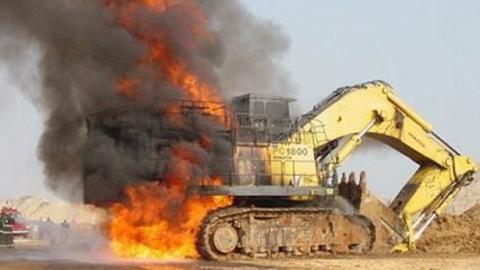 В Волжском районе сгорел экскаватор