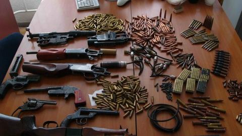 """Находящийся в розыске пистолет сельчанин нашел у ночного клуба """"Росинка"""""""