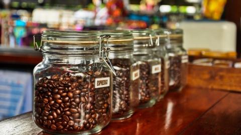 Росгвардейцы поймали похитителей кофе из супермаркета на Дегтярной