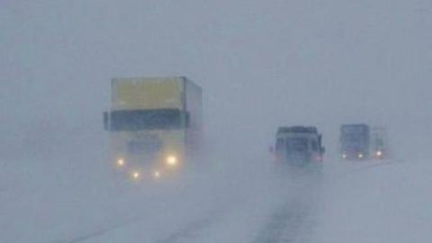 Метель парализовала движение транспорта в сторону Казахстана