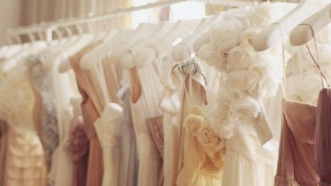 Саратовчанка лишилась пяти тысяч при продаже свадебного платья в Интернете