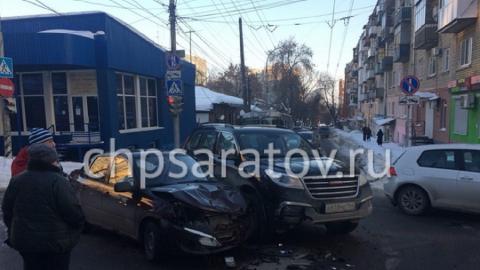После ДТП в центре Саратова госпитализирована беременная женщина
