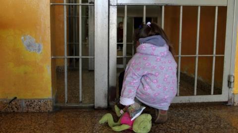 Предложено разрешить заключенным участвовать в воспитании ребенка