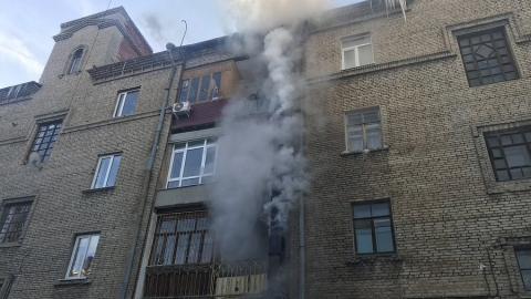 На Кутякова горит вентиляционная шахта пятиэтажки