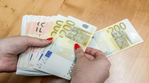 Ожидает суда подозреваемая в попытке дать валютную взятку полицейскому