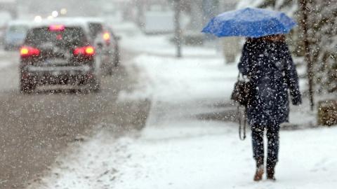 Саратовцам обещают снег, метель и гололед