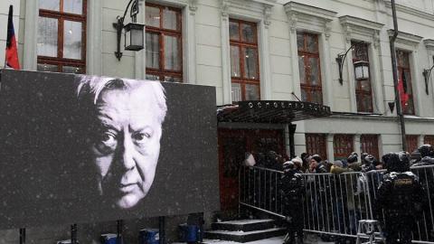 На похороны Олега Табакова выехала саратовская делегация
