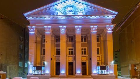 Саратовцев приглашают на концерт, комедию и выставку известной художницы