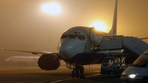 В Саратове из-за снега и тумана задерживаются два рейса в Москву