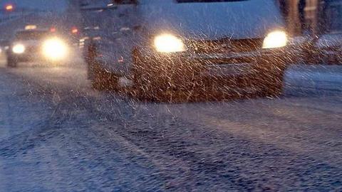 Водителей и пешеходов предупредили о сложной дорожной ситуации из-за плохой погоды