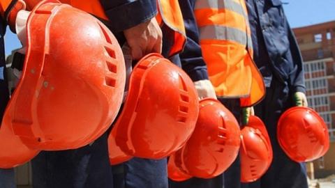 Сотрудников строительной компании отстранили от работы из-за некомпетентности директора