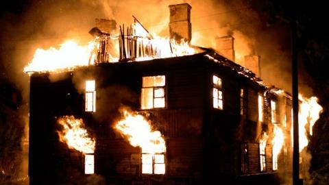 В день выборов на проспекте Энтузиастов горел нежилой дом