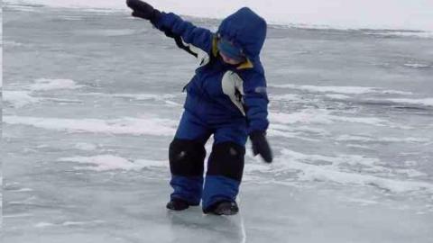 В Саратове четверо детей получили травмы при падении на льду