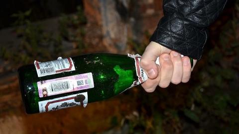В ходе застолья пьяный мужчина убил друга бутылкой по голове