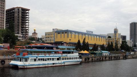 Администрацию Саратова пытаются заставить отремонтировать причал на набережной