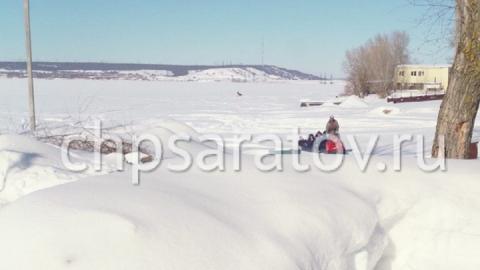 Под Вольском нашли вмерзшее в лед тело мужчины