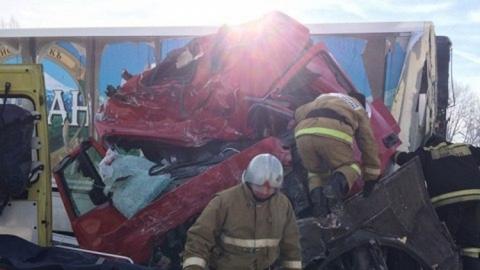 Саратовский водитель грузовика погиб в автокатастрофе под Воронежем
