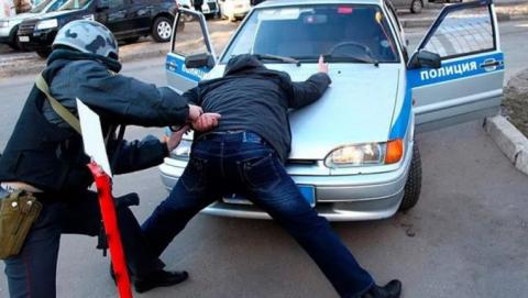 Под Энгельсом ранены два  полицейских при задержании преступников