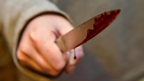 В Саратове уголовник напал с ножом на прохожего