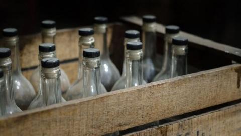 На пенсионерку возбудили уголовное дело за повторную продажу водки