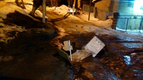 Саратовцы жалуются на дорожную яму на 2-м Магнитном проезде