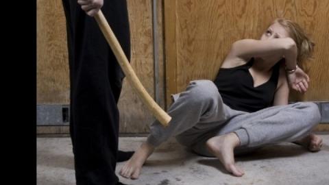 Саратовец заподозрил сожительницу в краже планшета и убил ее палкой