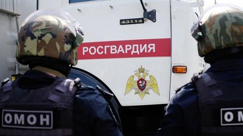 Росгвардейцы задержали похитившего из магазина бутылку текилы мужчину