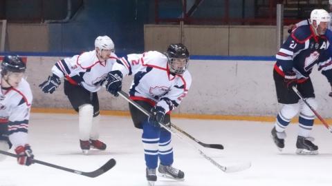 В Саратове хоккеисты-профессионалы сыграли матч с болельщиками