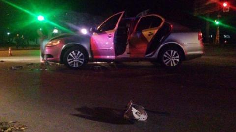 """""""Subaru"""" врезался в движущийся на зеленый сигнал светофора """"Renault"""""""