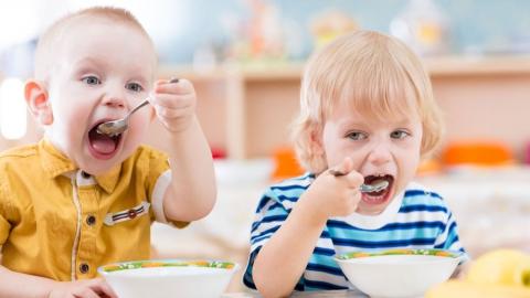 Воспитанников детского сада в Ершове кормили опасными продуктами
