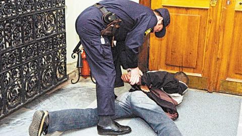 Росгвардейцы поймали двух молодых наркоманов