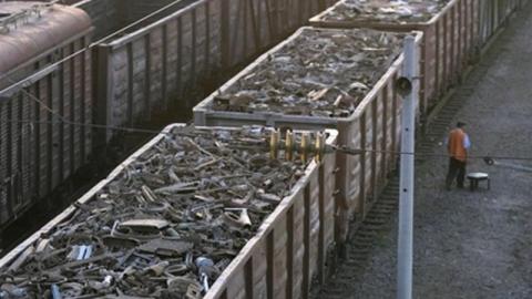 Трое мужчин украли с вагона поезда 280 килограммов металлолома