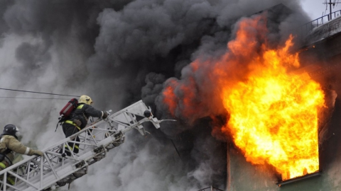 Пожарные тушили 5-комнатную квартиру в центре Саратова
