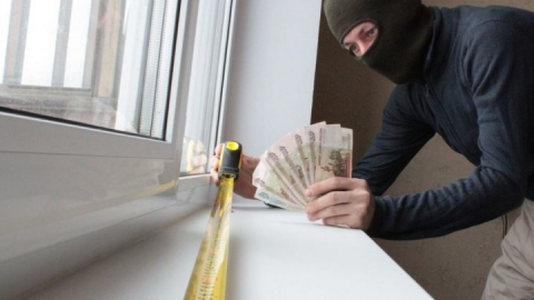 В Саратове пенсионерка отдала оконному мошеннику 33 тысячи рублей