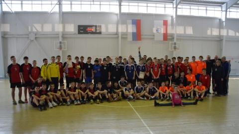 В Саратове завершилось открытое первенство по гандболу среди юношей