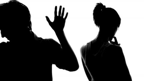 В Балаково мужчина избил свою сожительницу