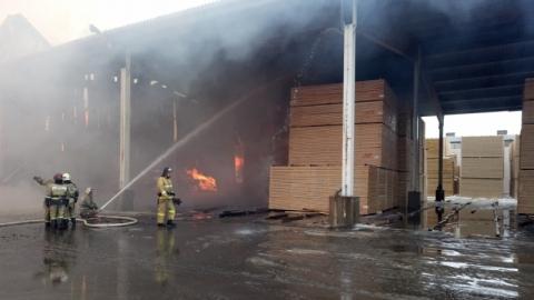 Пожар на складах в Заводском районе семь часов тушили 34 пожарных