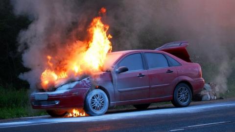 Утром в Заводском районе сгорели две легковушки