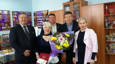 Депутаты поздравили председателя ветеранской организации Заводского района Евгению Балак с юбилеем