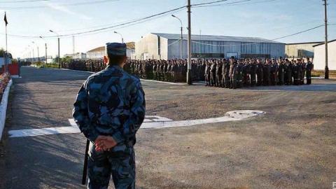 Под Пугачевом сотрудник колонии получил взятку от заключенного за покупку телефона