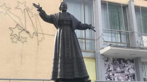 В Саратове открыли памятник Лидии Руслановой