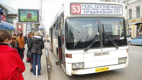 В Саратове женщина выпала из автобуса