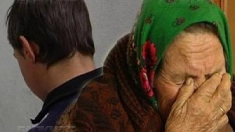 В Марксе подросток ограбил в подъезде престарелую женщину