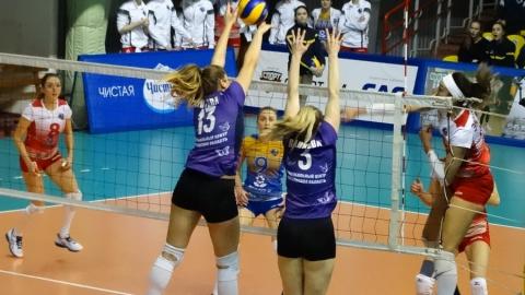 Саратовские волейболистки обыграли принципиального соперника