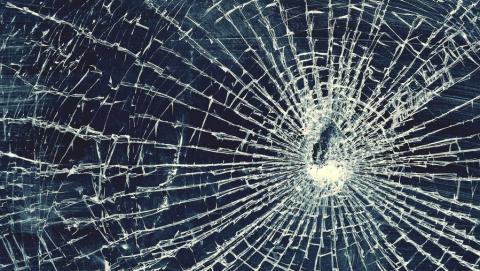 В аварии с деревом на Орджоникидзе пострадали парень и девушка