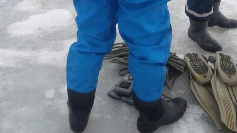 Спасатели вытащили из Волги тело провалившегося под лед мужчины