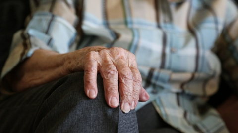 Энгельсская пенсионерка попалась на старую уловку мошенников о внуке и ДТП